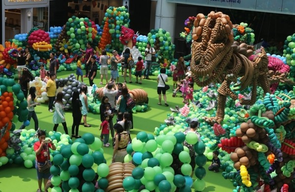 Largest Balloon Landscape & Largest Mobile Balloon Costume 2015